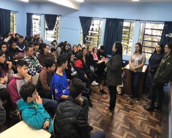 Ex-alunos da Escola Álvaro Nunes faram sobre o futuro e carreiras no VII Simpósio das Profissões