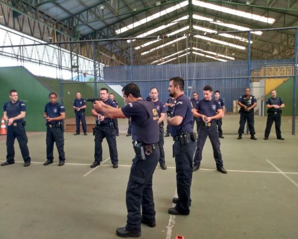 Agentes da GCM iniciam  capacitação anual do curso de pistola
