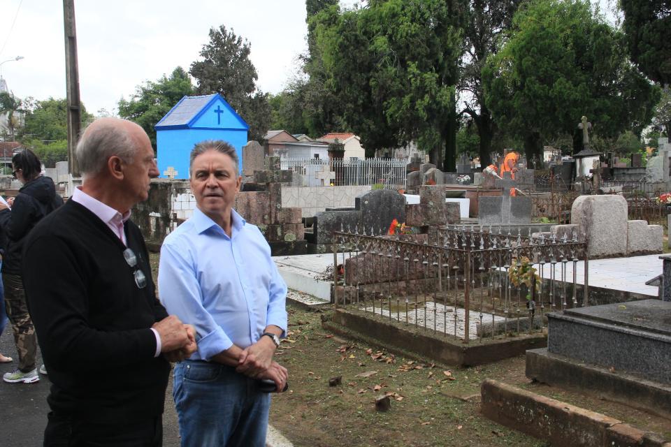 Prefeitura refor�a manuten��o dos Cemit�rios p�blicos