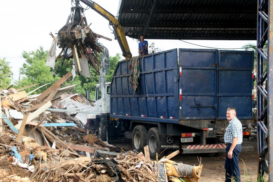 Inicia retirada de resíduos extradomiciliares no bairro Scharlau