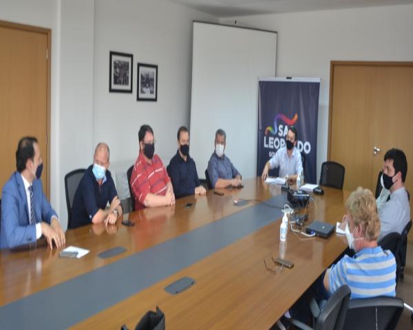 Prefeitura e representantes dos setores da construção civil e imobiliário debatem sobre regularização de loteamentos