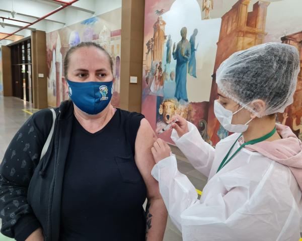 Vacinação de segunda dose para profissionais da educação será no Instituto Pedro Schneider