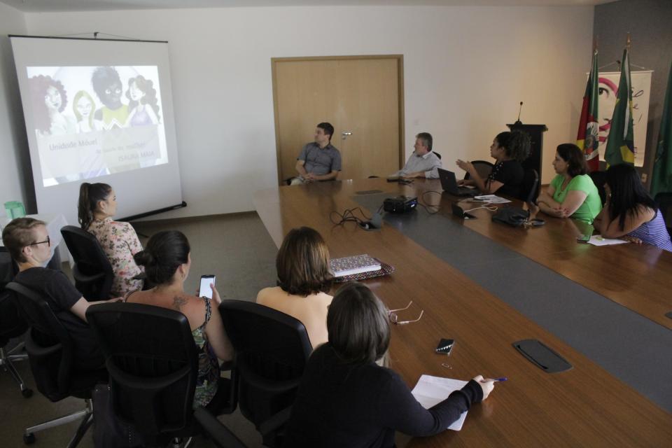 Secretarias apresentam projeto de Unidade Móvel de Saúde da Mulher
